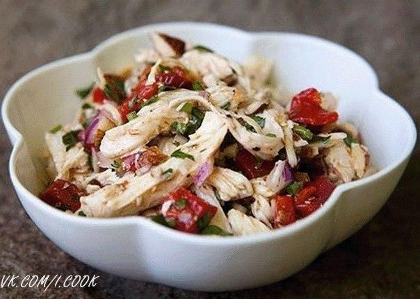 Салат из курицы перца и масла