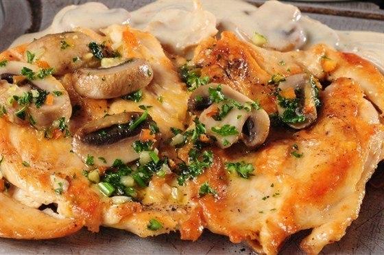 Курица под грибами и сыром в духовке рецепт